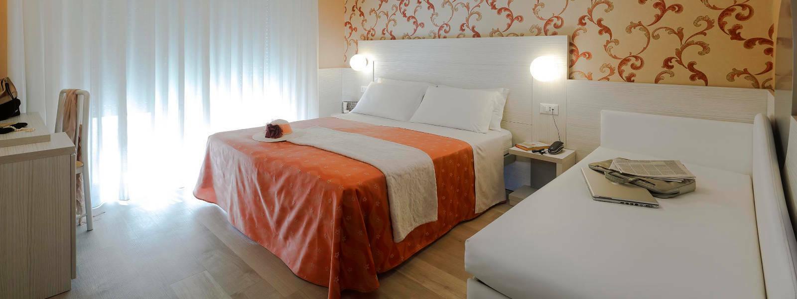 Camera Hotel Ombretta Mare Letto e Divano